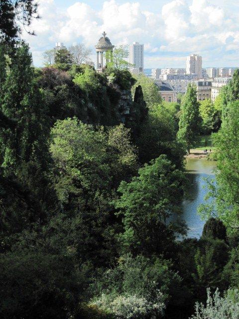 le Parc de Buttes-Chaumont : un arboretum - image Paul-Robert TAKACS juin 2006